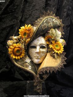 Male masquerade mask gold and flowers