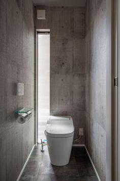 妥協を許さないラグジュアリーモダン|施工実績|愛知・名古屋の注文住宅はクラシスホーム Minimalist Bathroom Design, Minimal Bathroom, Bathroom Design Small, Bathroom Toilets, Basement Bathroom, Bathroom Interior, Guest Toilet, Small Toilet, Wc Public