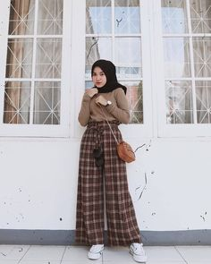 fashion hijab Hijab of The Day on Instagr - fashion Hijab Casual, Stylish Hijab, Hijab Chic, Stylish Outfits, Fashion Outfits, Jeans Fashion, Fashion Boots, Modern Hijab Fashion, Street Hijab Fashion