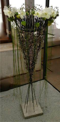 Gregor Lersch Designs- for down the rabbit hole Unique Flower Arrangements, Unique Flowers, Floral Centerpieces, Art Floral, Deco Floral, Flower Show, Flower Art, Gregor Lersch, Ikebana Sogetsu