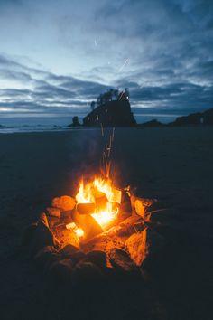http://imbradenolsen.tumblr.com/post/137128263696/sunset-campfire-on-the-beach