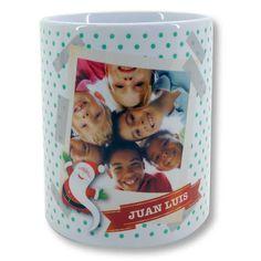 Taza navideña Santa polaroid. ¿Has pensado regalar una taza navideña personalizada con tu foto? ¡Tenemos unas cuantas ideas para ti! ¡Por solo 7,45€! #RegalosConFoto #NovedadesRegalosConFoto #RegalosPersonalizados #RegaloPersonalizado