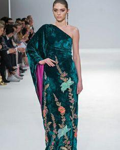 Jeem Hamza Bokhari - Pakistan #ConGuantesySombrero  #fashion #designers #runaway #instagood #collections #style