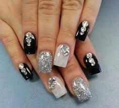 Resultado de imagen de uñas de novia con pedreria