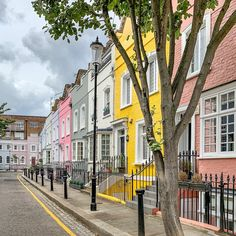 A Lady in London on Instagram: This is a row of pastel houses in Chelsea, London. Best Places In London, Chelsea London, Pastel House, Chelsea Flower Show, London Travel, Trip Planning, The Row, The Good Place, Street View