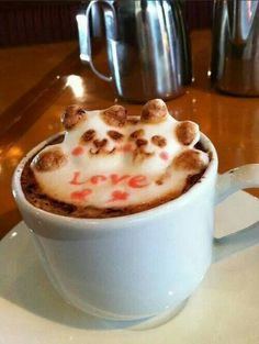 Kohei Matsuno, aka Mattsun, is a Japanese barista who specializes in latte art. Using a spoon and a toothpick he shapes the milk foam and decorates it to create amazing designs Coffee Vs Tea, Coffee Latte Art, Coffee Break, Coffee Time, Good Food, Yummy Food, Coffee Photography, Coffee Design, Food Art