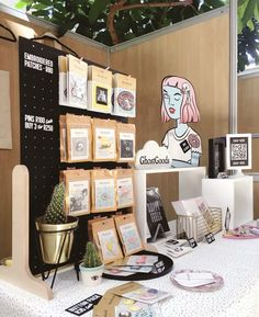 Love the peg board for patches. Craft Stall Display, Market Stall Display, Vendor Displays, Craft Booth Displays, Market Displays, Vendor Booth, Display Ideas, Booth Ideas, Stand Feria