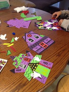 Dollar tree Halloween craft... Fun and easy .. And super cool .. Two houses in one pack...