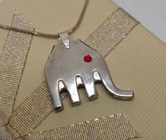Elefanten Anhänger mit rotem Auge AH160 von Atelier Regina auf DaWanda.com