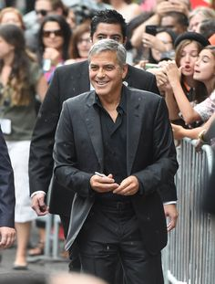 Pin for Later: Sorry New York – glamouröse Kleider gibt's auch in Toronto! George Clooney
