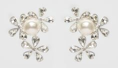This clip on earring makes it perfect for everyone! 90301-E1 MADE WITH SWAROVSKI ELEMENTS Clip On Earrings, Pearl Earrings, Swarovski, Canada, Brooch, Pearls, How To Make, Jewelry, Fashion