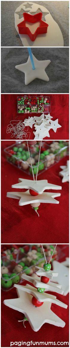 Weihnachtsbasteln mit Kindern: Weißes Fimo (geht bestimmt auch mit Salzteig) und Holzperlen