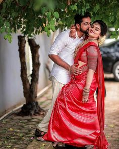 Young Couples Photography, Photo Poses For Couples, Couple Picture Poses, Couple Photoshoot Poses, Pre Wedding Photoshoot, Wedding Poses, Couples Images, Marriage Poses, New Girl Pic