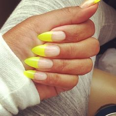 Neon nail polish has greatly gained popularity recently. Nails have become our most important accessory. Neon nail polish is so appreciated becomes it make Neon Nail Art, Neon Nail Polish, Neon Nails, Yellow Nails, Garra, Fancy Nails, Pretty Nails, Stilettos, Summer Stiletto Nails