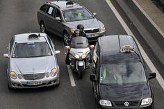 Taxi moto urgent :    Taxi Moto Urgent un autre usage. Se rendre à ses rendez-vous c'est bien, mais connaitre précisément le temps que va prendre votre trajet voilà ce qui est encore mieux, avec les embouteillages et les tirs bouchons sur la capitale française la perte de temps en déplacement et vraiment énorme. Taxi Moto, Vehicles, Car, Corks, Other, Automobile, Cars, Vehicle, Autos