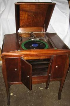 I used to restore antique phonographs to help get me through college. I'd pick them up for around $50-$75 at flea markets, take them apart, get parts from a local guy in Fort Worth, refinish them and sell for $300-$400 each. This pin looks like a Victor Victrola from 1923 that I restored.