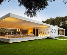 The Glass Pavilion, an ultramodern house by Steve Hermann