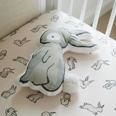It's time to hop on an organic Bunny Crib Fitted Sheet like no other. Made from 100% organic cotton, it features a printed bunny rabbits for a playful touch.