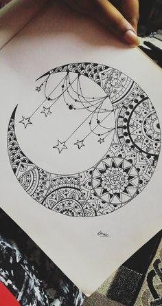 Half moon mandala art with circular patterns. Circular Tattoo Designs, Mandala Tattoo Design, Moon Sketches, Art Drawings Sketches Simple, Mandala Sketch, Mandala Drawing, Dream Catcher Drawing, Dream Catchers, Henna Moon
