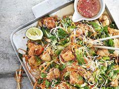 Ljummen nudelsallad med friterad kyckling Wok, Japchae, Sprouts, Shrimp, Meat, Vegetables, Ethnic Recipes, Desserts, Creative