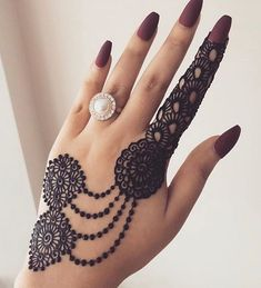 Top Simple Mehendi Designs for 2019 Brides - Bridal Mehndi - Hand Henna Designs Ring Mehndi Design, Arabian Mehndi Design, Mehndi Designs For Girls, Mehndi Designs 2018, Stylish Mehndi Designs, Mehndi Designs For Fingers, Mehndi Design Pictures, Mehndi Designs For Hands, Pretty Henna Designs