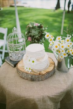 simple rustic wedding cake http://www.weddingchicks.com/2013/10/17/simple-sweet-wedding/