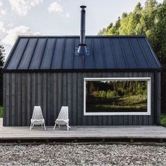 Simple modern black barn/shed tiny house minimalist living - Einfach Black Barn, Black Shed, Barns Sheds, Shed Homes, Shed Plans, Cabins In The Woods, Cabana, Black House, Tiny House