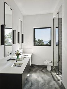 george bevan house main bathroom Sonoma California, California Homes, California Vacation, Black And White Tiles, White Walls, Antique Shelves, Powder Room Design, Bold Wallpaper, Small Bathroom