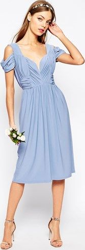 Vestido invitadas de boda. Un vestido semilargo, azul claro, ideal para bodas de día y noche.  www.stileo.es #vestidos #moda