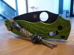 Spyderco Manix 2 withToxic Green Dragon Scales & Damascus Bead. via Troy @ australianbladeforums.com beautiful little carry.