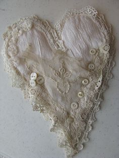 Shabby lace and button heart Lace Heart, Heart Art, Button Art, Button Crafts, Heart Button, Textiles, Decoration Shabby, Shabby Chic, Fabric Hearts