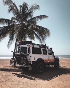 Land Rover Defender, Defender 110, Bobber, Moto Biker, Harley Davidson, Road Trip, Scrambler Custom, Triumph, Land Rover Discovery