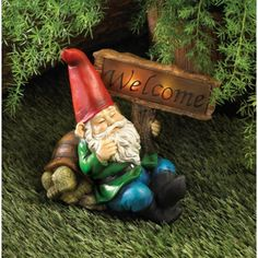 Welcome guests to your sleepy little hollow with this charming duo of a tired gnome and his lethargic tortoise pal. This solar-powered statue features a friendly welcome sign that lights up at night!