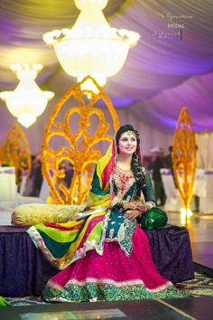 Mehndi Dresses 2015 For Girls - Girls Mag Pakistani Mehndi Dress, Dulhan Dress, Bridal Mehndi Dresses, Pakistani Wedding Outfits, Mehendi, Indian Wedding Ceremony, Desi Wedding, Mehndi Outfit, Pakistan Wedding