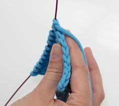 Wahrscheinlich gibt es bei kaum einer Stricktechnik so viele unterschiedliche Möglichkeiten wie bei Randmaschen. Für jeden Verwendungszweck gibt es meistens nicht nur eine, sondern gleich mehrere... weiterlesen