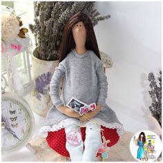 Купить или заказать Беременная кукла Тильда 'В ожидании чуда' в интернет-магазине на Ярмарке Мастеров. Беременная кукла Тильда. Такая куколка станет не только оригинальным подарком, для ожидающих малыша, но и неким талисманом, для тех, кто мечтает о долгожданной беременности! Свои мечты нужно визуализировать для того, чтобы они сбывались! В руках у куколки-беременяшки фото-узи малыша и подвесочки-соска и колясочка. Кукла сидит с опорой.