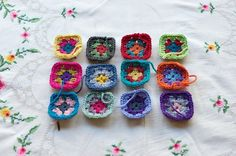 I can't get enough of looking at people's #crochet squares in the works