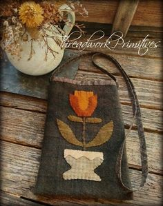 Wool Applique Patterns, Applique Designs, Penny Rugs, Pennies, Primitives, Fall Crafts, Whipped Cream, Lana, Needlework
