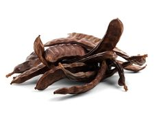 Carob is a great chocolate substitute. Packed with vitamins and naturally sweet, it has a similar taste to chocolate, but without the toxic effects in dogs. Sans Gluten Vegan, Long Bean, Carob Chips, Healthy Diet Tips, Healthy Food, Can Dogs Eat, Bad Food, Dog Eating, Vegetarian Cooking