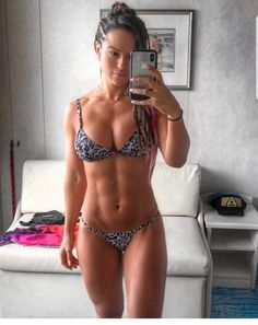 Alice Matos is a dazzling figure in the world of bodybuilding and fitness. She started out as a journalist, and today she is a bikini athlete, Fitness model Alice Matos, Musa Fitness, Body Fitness, Gym Fitness, Muscle Girls, Fit Chicks, Bikini Models, Fitspiration, Bikini Girls