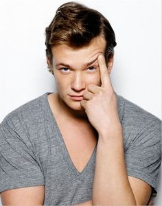 Need another reason to watch downton? Ed Speleers.