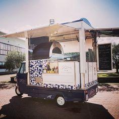 """Quattro Top je kompaktná, ľahká profesionálna pizza pec na drevo a plyn ktorá je jednoduchá na používanie, dokonale navrhnutá tak, aby mohla byť umiestnená do """"food trucku"""" #food #street #streetfood #pizzamarket #pizza #pizzaoven #alfa1977 #oven #pec #pizzapec #forni Alfa Alfa, Ovens, Recreational Vehicles, Pizza, Marketing, Oven, Stoves, Camper, Campers"""