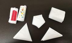 お買い物の後かさばりがちなスーパーのレジ袋、みなさんはどのようにしまっていますか?今回は簡単な折りたたみ方法と、アイデア満載の収納方法をご紹介したいと思います。