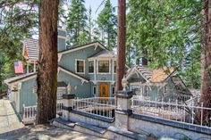 As far as Yosemite mountain lodging, it doesn't get more luxurious than the Chateau Royal!This magnificent, custom 3-bedroom, 2-1/2 bath duplex home, is the crown jewel of Yosemite West. With estate style curb appeal, you will be proud to entertain your guests here at the Chateau.