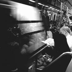 Flasheando en el subte. - #subte #subway #metro #blackandwhite #bnw #monochrome #blancoynegro #street #streetphotography #urbanobaires #buenosaires #shotonmylumia #mobilephotography