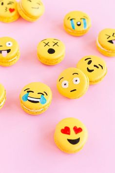 Emoji party macarons