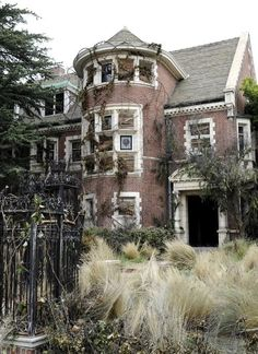 Murder House in Los Angeles featured on American Horror Story Season 1 :O