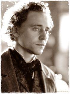 Tom Hiddleston (Return to Cranford)