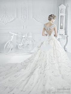 such a gorgeous wedding dress