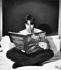 Liam Gallagher reads